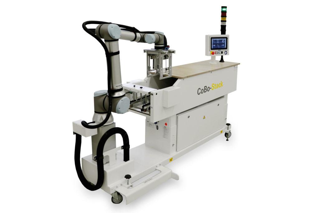 "Neuer Leichtbau-Roboter ""CoBo-Stack"". Foto: MBO Postpress Solutions"