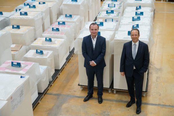 Günther Berninghaus (r.) und sein Sohn Daniel produzieren mit ihrem familiengeführten Unternehmen Papierwerk Landshut Mittler (plm) Verpackungen für die Pharmaindustrie. Foto: Heidelberg