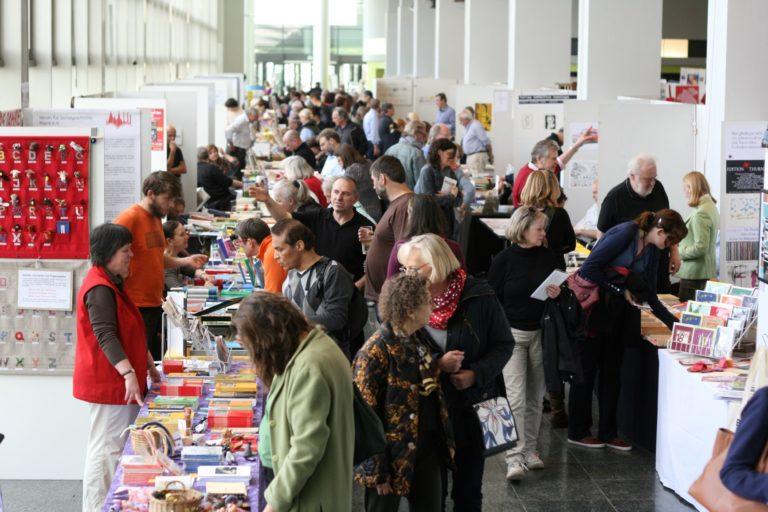 """Alle zwei Jahre sind auf der """"Mainzer Minipressen-Messe"""" rund 250 Aussteller aus zehn Ländern und 10 000 Besucher in der Rheingoldhalle vor Ort. Foto: Börsenblatt/Kai Mühleck"""