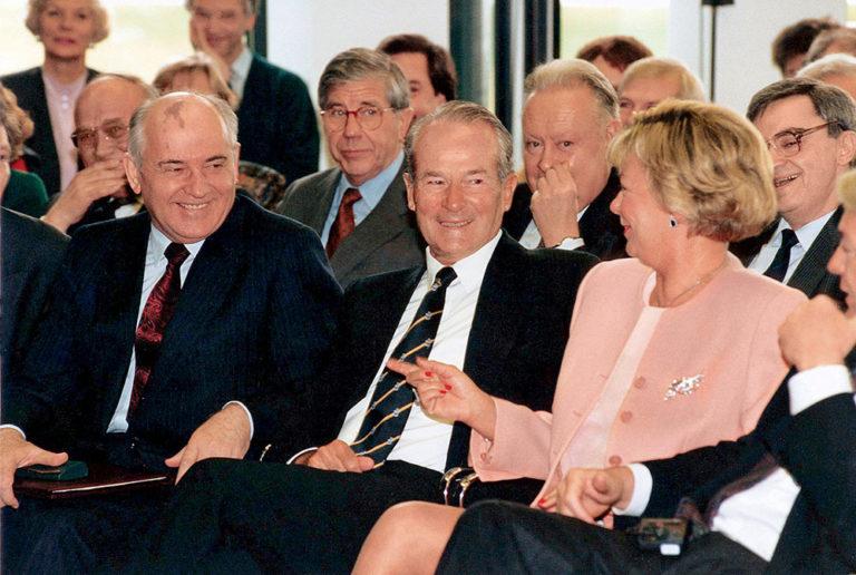 Historischer Augenblick: Michail Gorbatschow (l.) zu Besuch bei Reinhard Mohn, 1992. Foto: Bertelsmann
