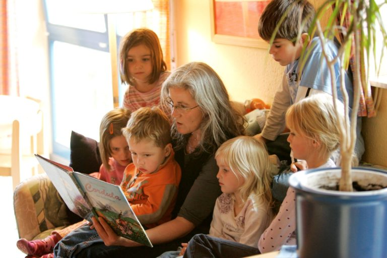Besonders die Jüngsten gilt es zu begeistern: Experten aus Politik, Wissenschaft und Bildung setzen auf die stärkere Förderung des Lesens und Vorlesens. Foto: Stiftung Lesen
