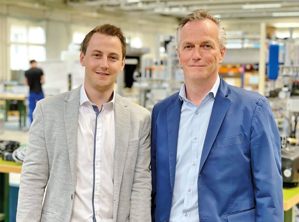 Ludwig Durrer und Sohn Samuel Durrer. Foto: Durrer Spezialmaschinen AG
