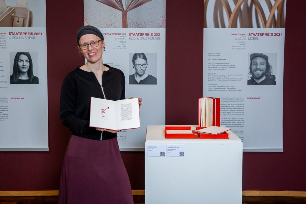 """""""Sonderpreis Bild- und Druckmedien"""" für Theresa Wedemeyer. Foto: Lina Nikelowski"""