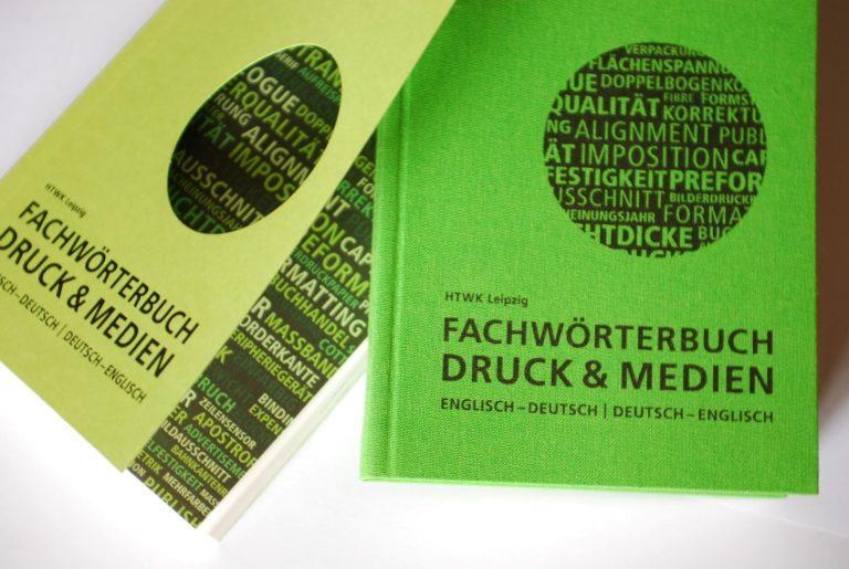 """HTWK-Wörterbuch in der früheren Pappband- und heutigen Leinen-""""Flexcover""""-Ausgabe. Foto: Frank Baier"""