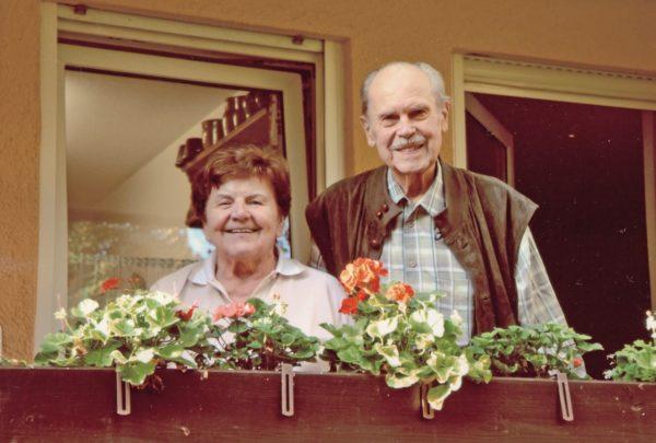 Buch(einband)künstler Gotthilf Kurz mit Ehefrau Maria Kurz. Foto: Archiv
