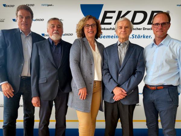Bewährtes EKDD-Team: Vorstände Bodo F. Schmischke (l.) und Delphine A. Soulard sowie Rigo Fay (2.v.l.), Holger Hengst (2.v.r.) und Andreas Krych vom Aufsichtsrat. Foto: EKDD