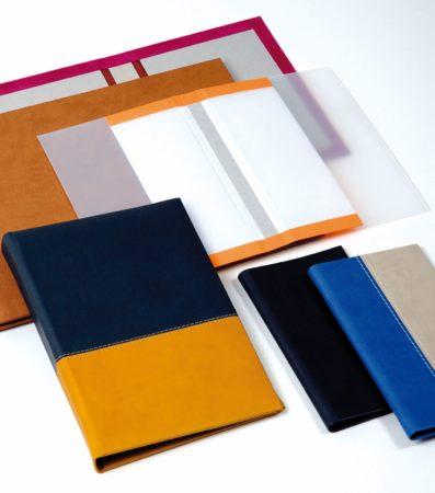 Praxis-Musterbeispiele für unterschiedliche Hardcover-Buchdecken. Foto: Hörauf